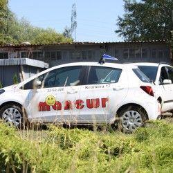 biała toyota Yaris, manewr szkoła jazdy