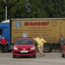 samochody na placu do nauki jazdy
