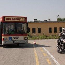 autobus i motocykl w szkole jadzy
