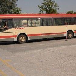 autobus na placu manewrowym