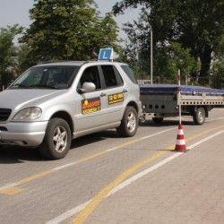 kursy dla kierowców, jeep z przyczepką