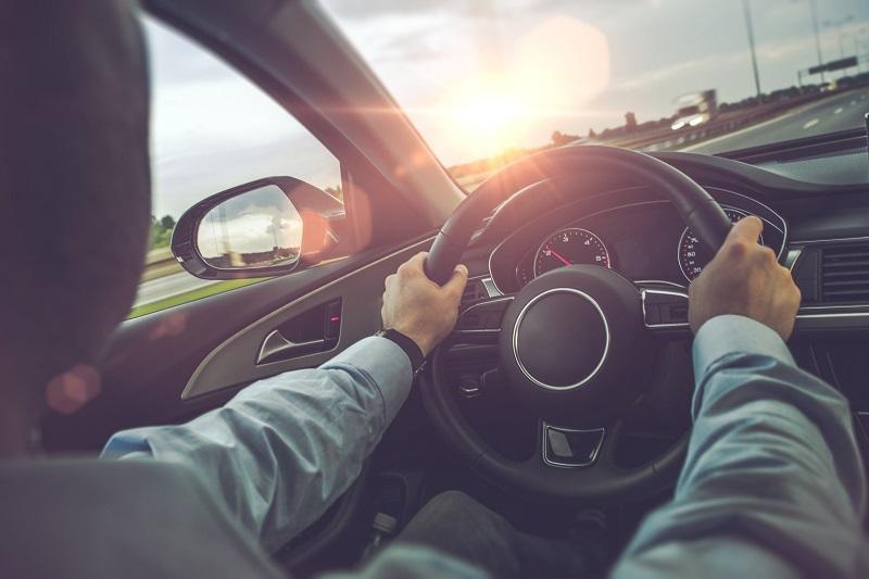 Bezpieczna i uważna jazda samochodem