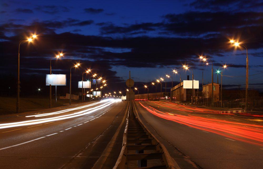 Jak prowadzić auto nocą?