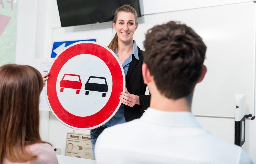 Egzamin teoretyczny na prawo jazdy – jak szybko zapamiętywać teorię?