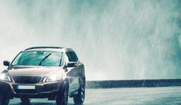 Bezpieczna jazda samochodem podczas deszczu