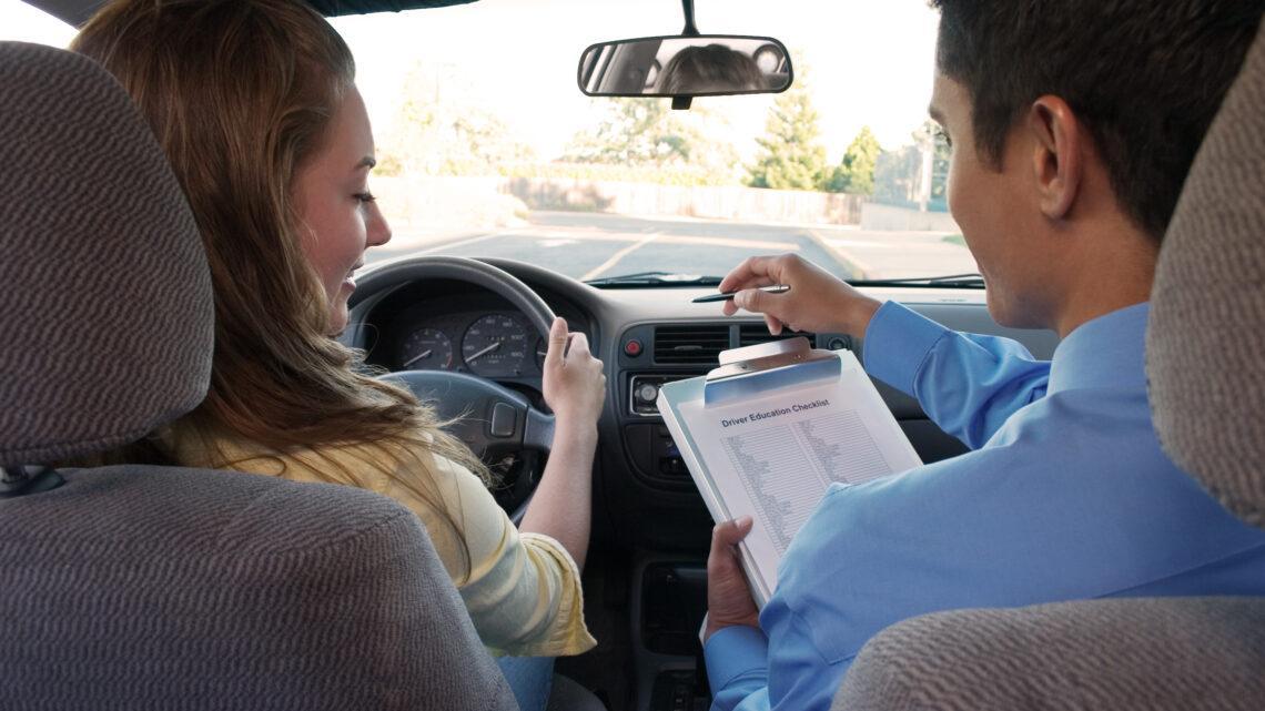 Kiedy warto wykupić jazdy doszkalające w OSK?