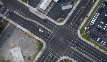 Jak skręcać w lewo na skrzyżowaniach?